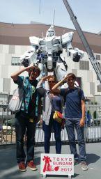 Fra e Douglas Gundam (ph Francesca Douglas).jpeg